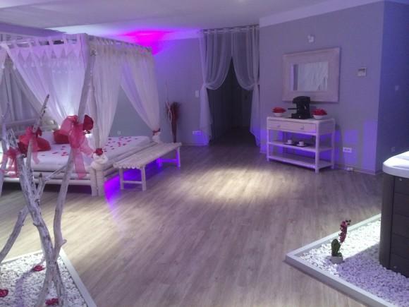 Suites romantique avec jacuzzi sauna et piscine