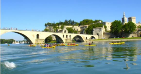 Canoë sous le Pont d'Avignon