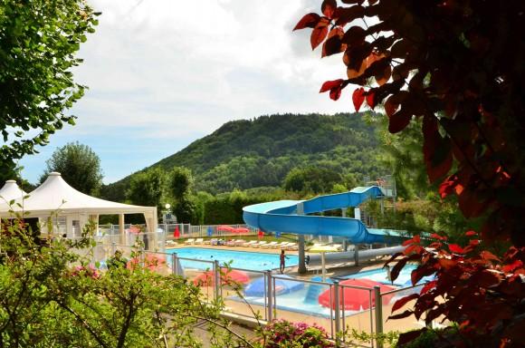 Camping L'Europe - Murol - avec piscine chauffée et Club Enfant l'été